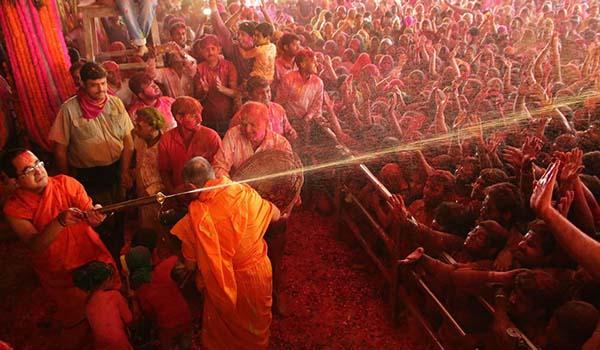 Holi celebration at govind dev ji temple