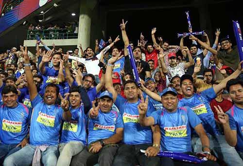 fans chearing Rajasthan royals team