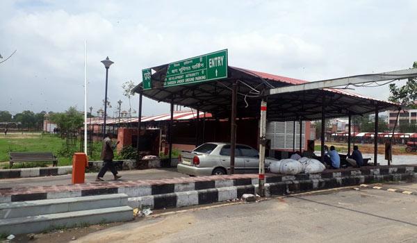 Ram Niwas Bagh Garden parking