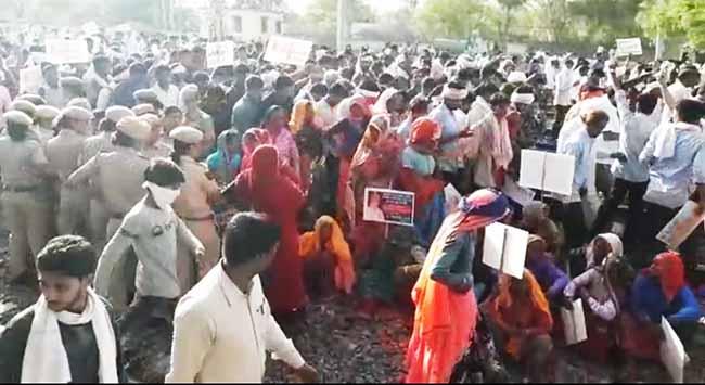 dausa railway track block attempt gang rape case